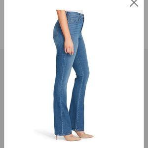 Gloria Vanderbilt Amanda long size 18 blue jeans
